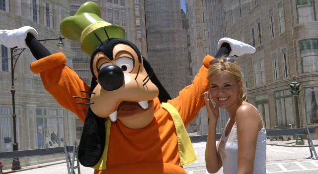 042809 Goofy and Lost Actress P1