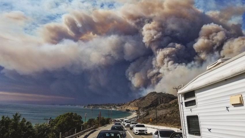 Woolsey Fire Casts Cloud of Dark Smoke Over Malibu