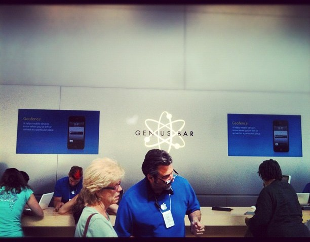 [chicagogram] Genius, what an abused name. Glad I made an appointment ahead of time to get snubbed by a woman and her spoiled brat who showed up a min before me to make an appointment before me.everything about this place erks me, I love #apple, but
