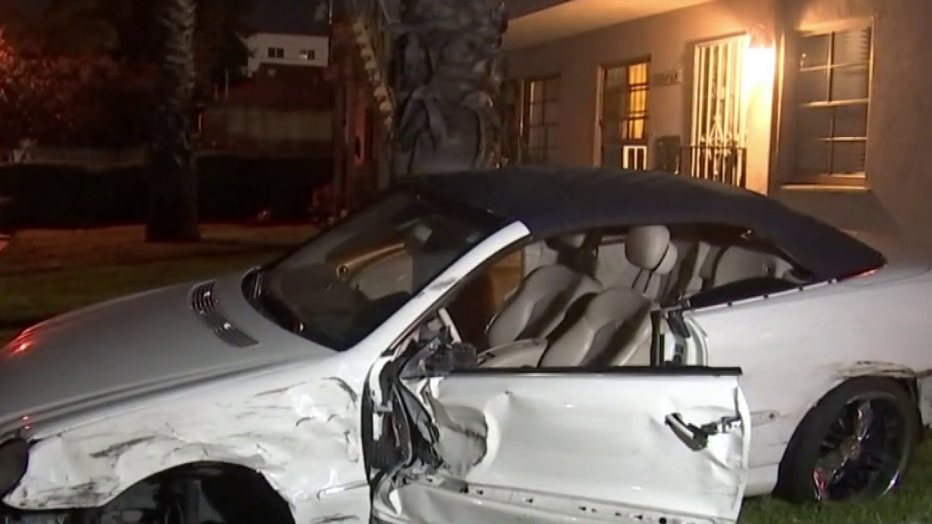 2 People Injured After Van Nuys Police Chase Ends in Crash