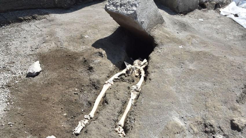 Pompeii-skeleton_victim001