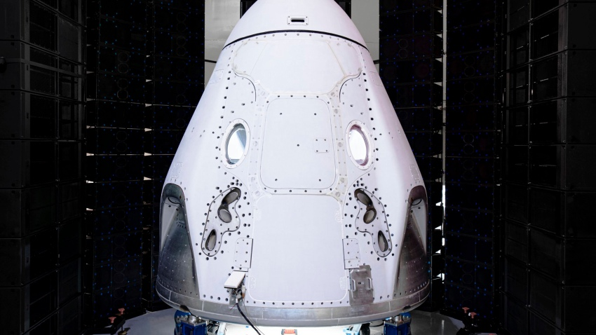 A Space X space craft