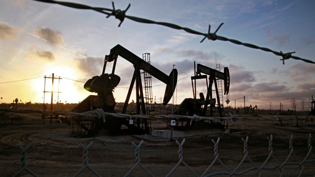 Oil-producing Nations Seek Global Deal to Stabilize Market 1