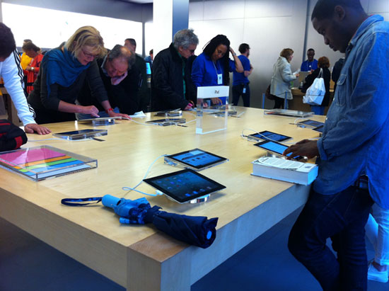 Apple-Store-2-iPads-thumb-550xauto-63030