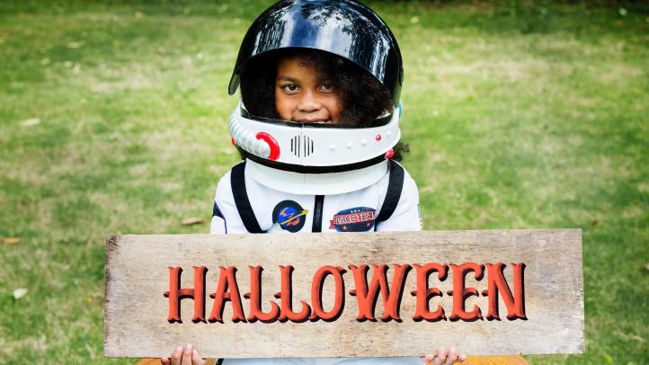 Astronaut-costume-pexels-free