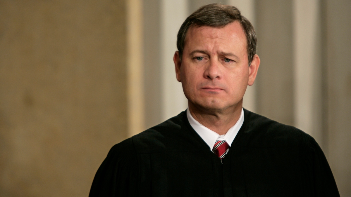 Roberts a Pivotal Vote in the Supreme Court's Big Opinions 1