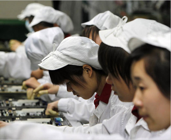 Foxconn-workers-to-be-replaced-thumb-550xauto-67797