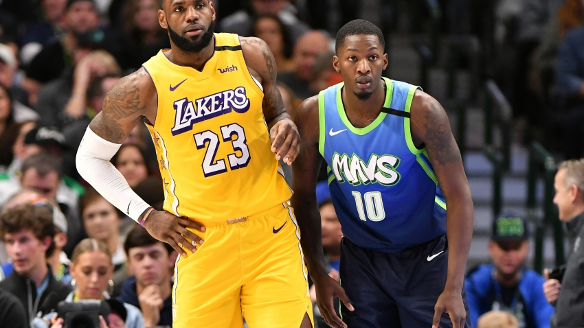 Lebron James Leads Lakers Over Frustrated Mavericks 129 114