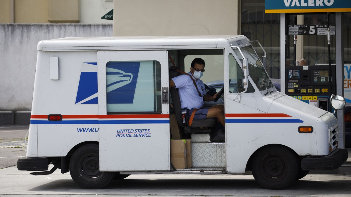 Trump: Postal Service Must Charge Amazon More, Or No Loan 1