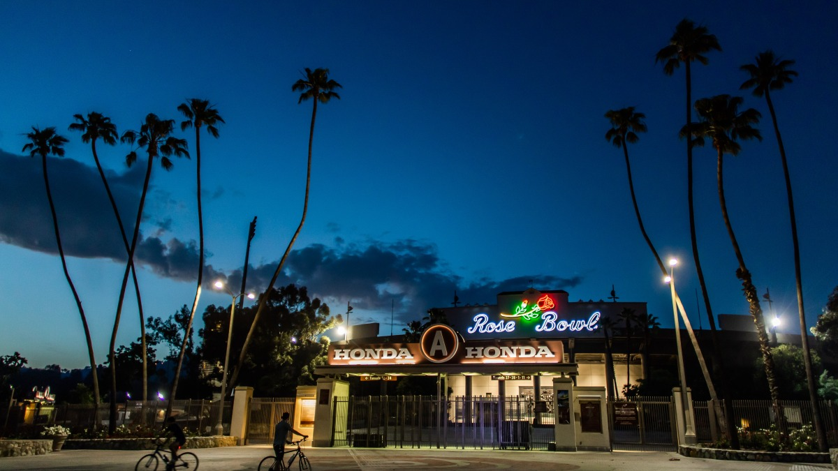 Tribeca Film Festival Launches Drive In Film Series At The Rose Bowl What S Showing Nbc Los Angeles