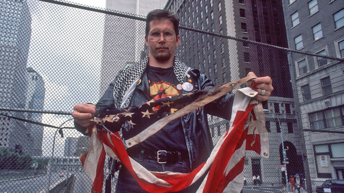 Photo of Activist Who Won Right to Burn American Flag Burns 3 Flags in … | nbclosangeles.com