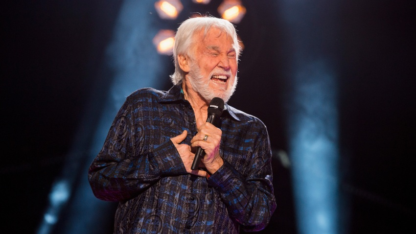 Kenny Rogers performs during the 2017 CMA Music Festiva