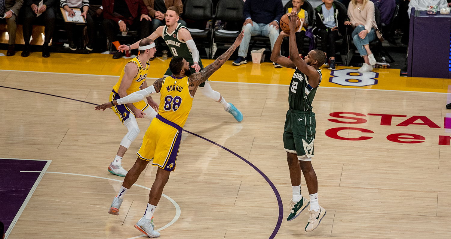 LeBron, Lakers Beat Giannis, Bucks in Matchup of NBA's ...