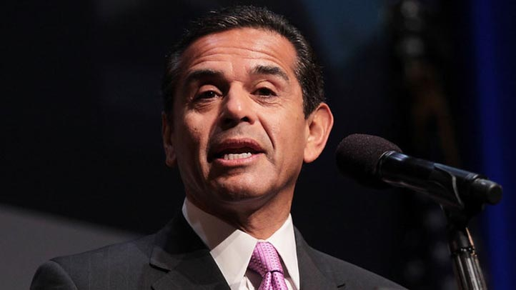 Los Angeles Mayor Antonio Villaraigosa speaks at the launch of a political organization