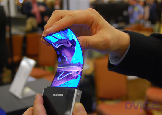 Samsung-bendy-OLED-DVICE-Evan-Ackerman-thumb-550xauto-91320
