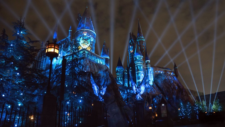The Nighttime Lights at Hogwarts Castle_WWoHP at USH (3)
