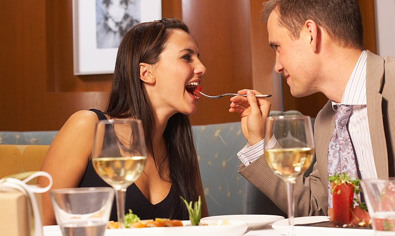couple_dining