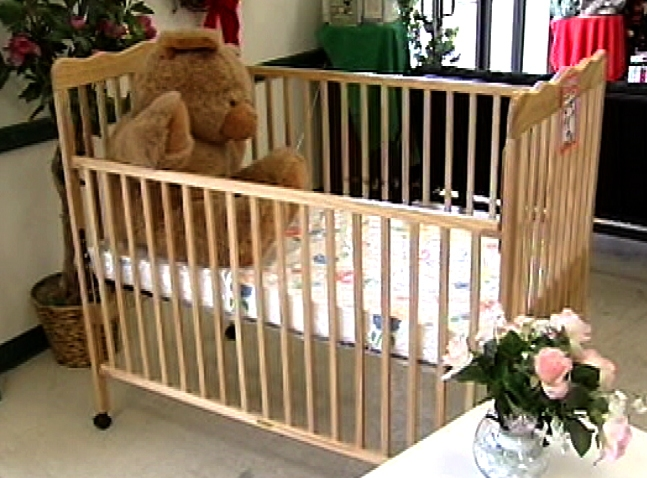 drop-side-crib