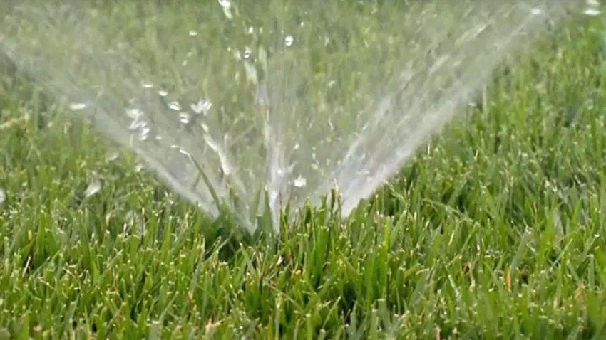 drought-lawn-sprinkler-2015
