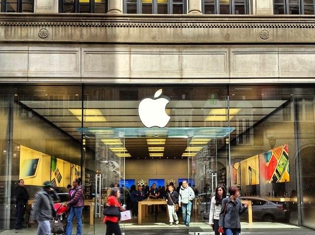 [phillygram] Apple on Walnut.