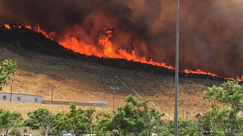 [UGCLA-CJ-breaking news]Placerita Canyon Fire in Santa Clarita Valley