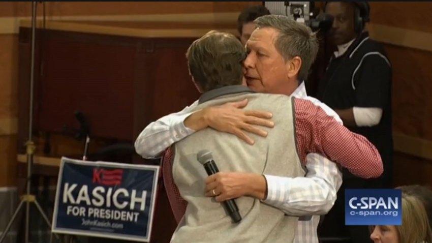 kasich-hug