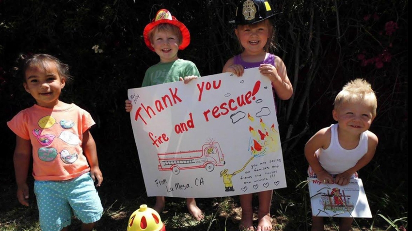 kids thank firefighters