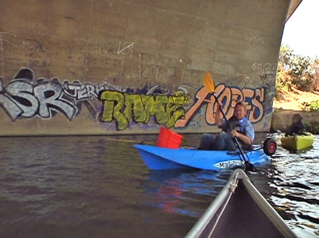 la_river_kayak_bridge