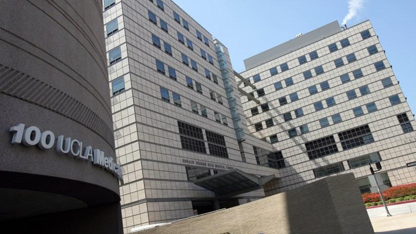 2009年6月25日,在加利福尼亚州洛杉矶,罗纳德-里根加州大学洛杉矶分校医疗中心的景色 (图片:Ann Johansson/Getty Images)(photo:NBCLA)