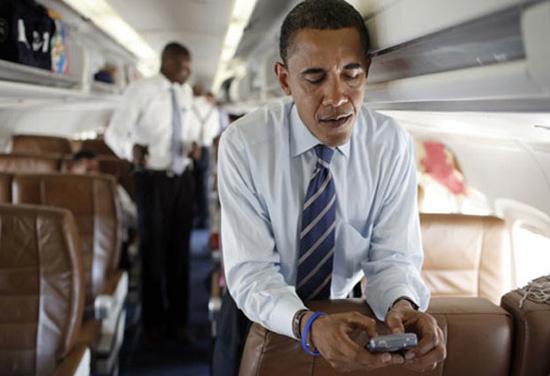 obama-on-blackberry-thumb-550xauto-68709