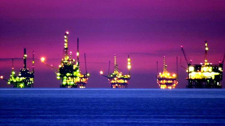 oil_rig_santa_barbara_night