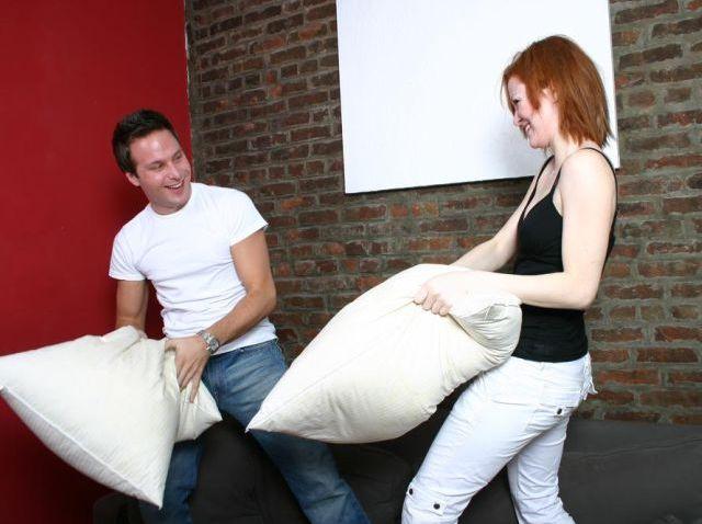 pillow fight3