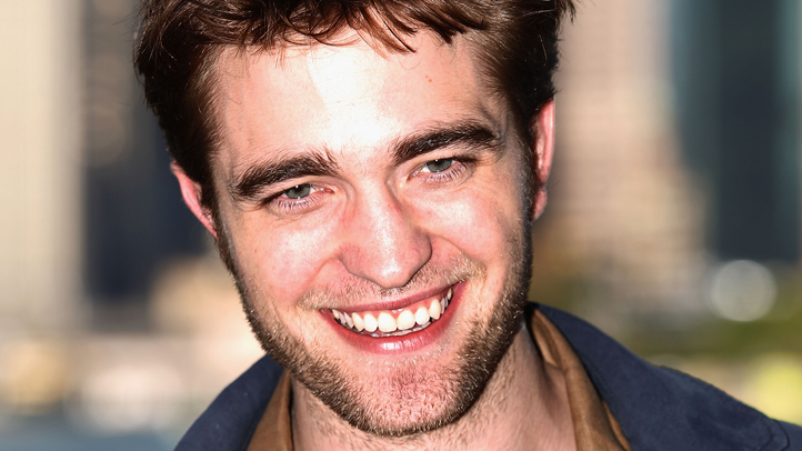 robert-pattinson-smiling-722px
