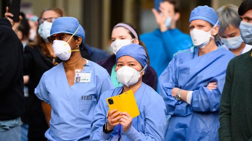 Medicale professionals wearing masks
