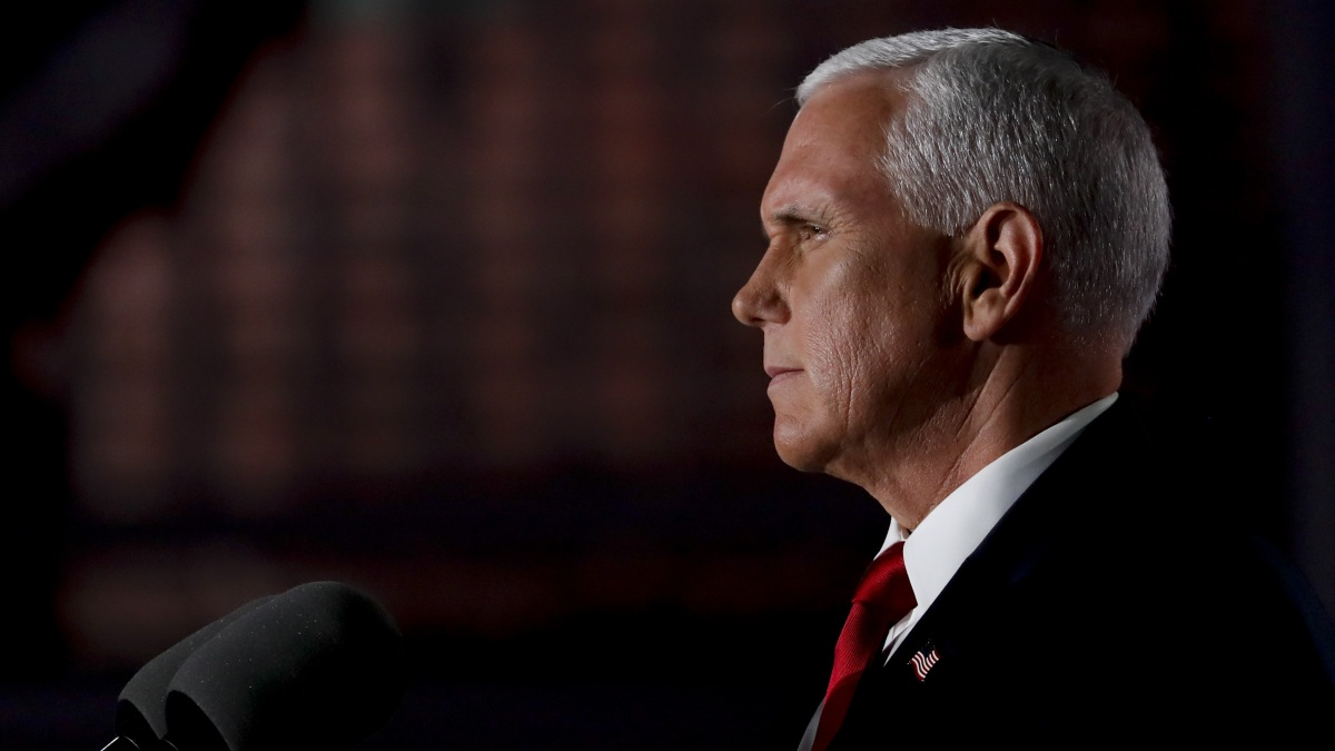 Pence Takes Lead Role in Campaign With Trump Travel Stopped 1