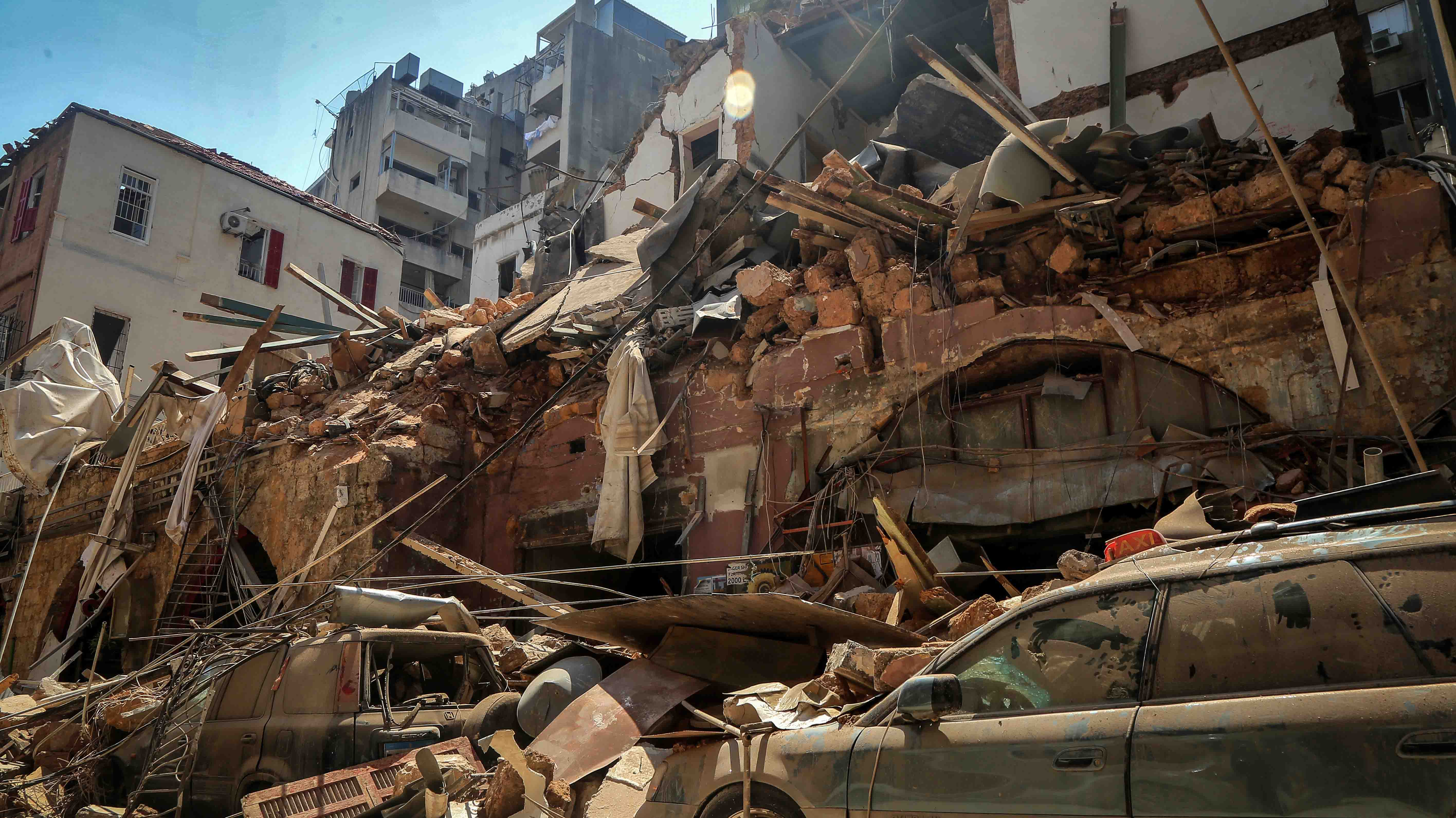 In a Horrific Instant, a Burst of Power That Ravaged Beirut