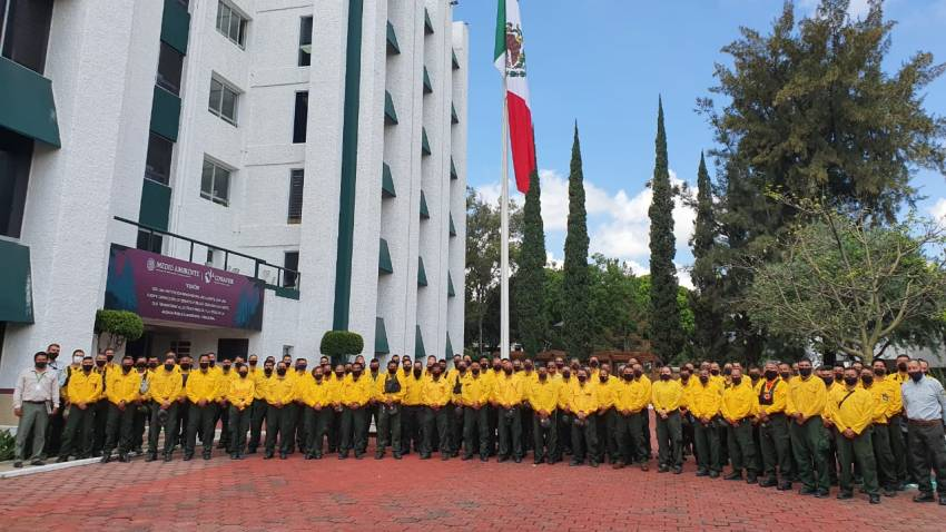 Mexico's Environment Department said five teams of 20 trained, equipped firefighters from Mexico's national forestry commission will work with the U.S. Forest Service to help battle wildfires in California.