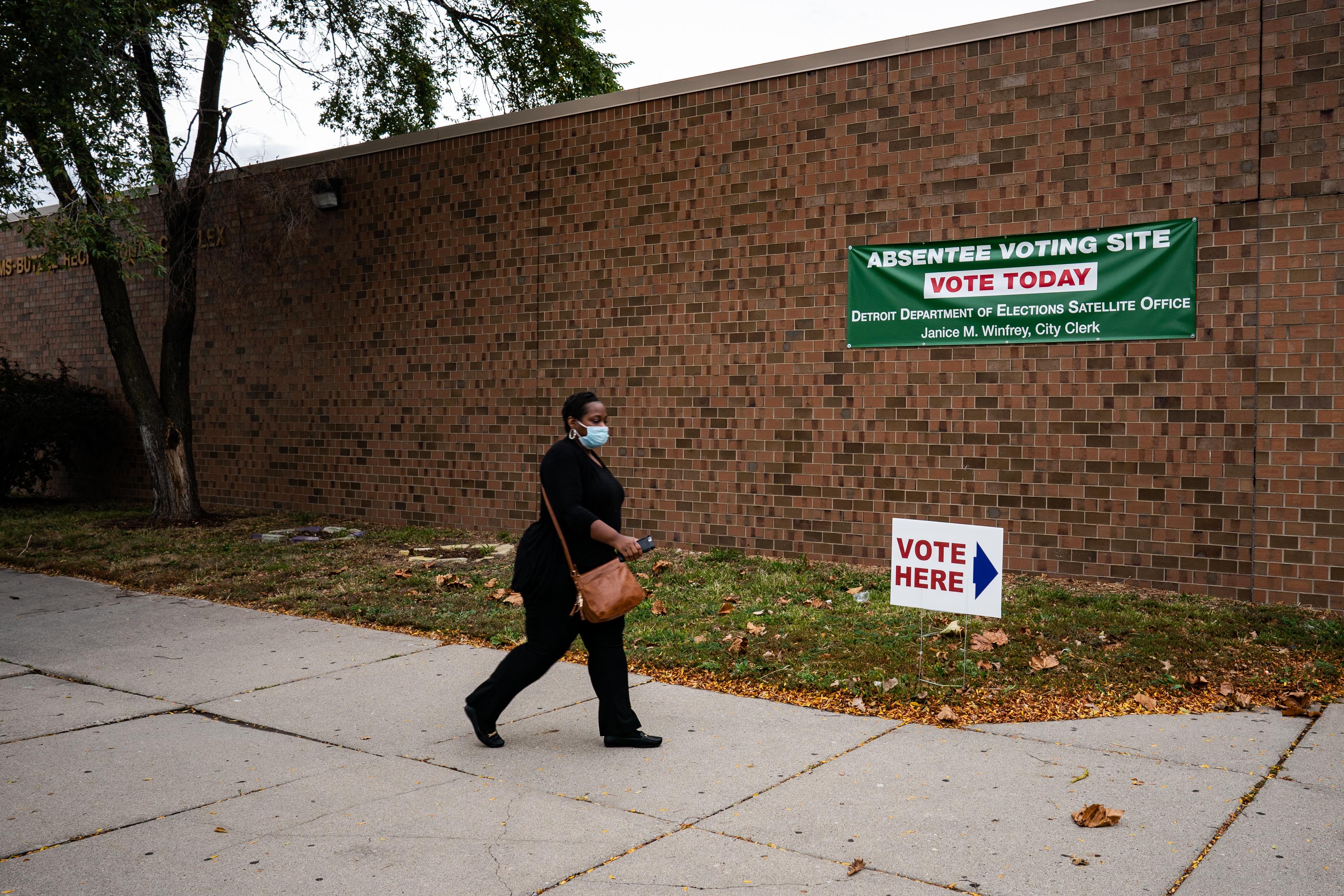 Virus Surges in Key Battleground States as Election Nears 1