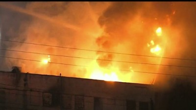 Massive Fire Erupts In Commercial Building In East La Sunday Night Nbc Los Angeles
