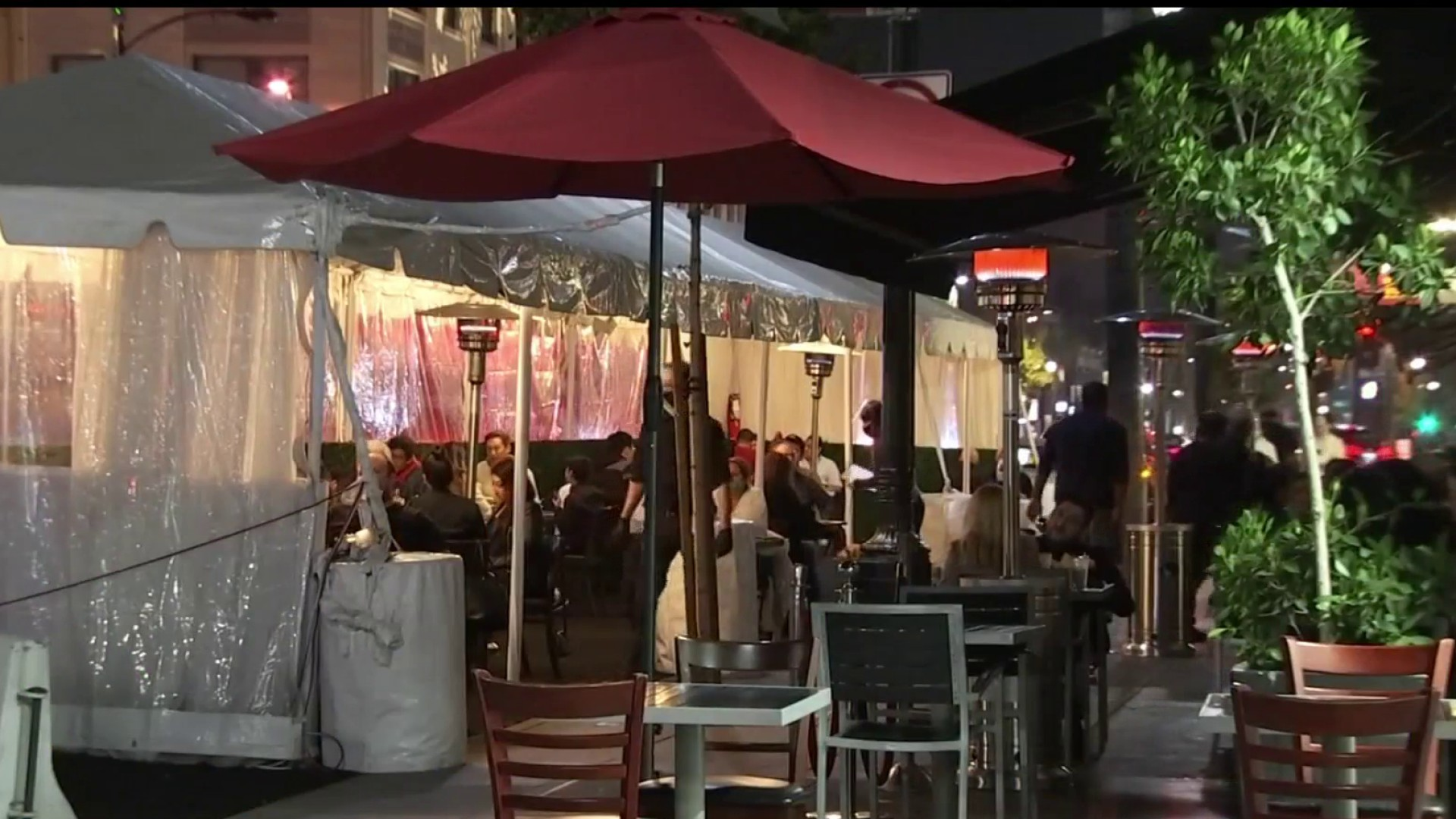 Pasadena Decides to Keep Outdoor Dining Open After LA County Ban Announced
