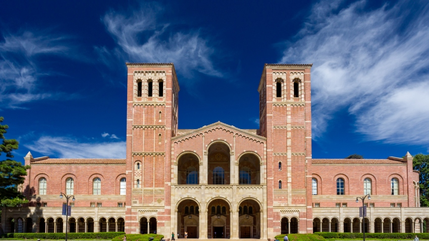 资料图片。加州大学洛杉矶分校校园内的罗伊斯厅。罗伊斯厅是UCLA西樵校园内原有的四座建筑之一。(photo:NBCLA)