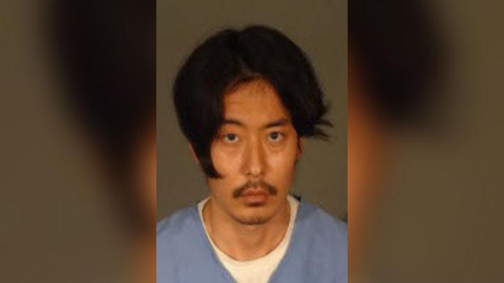 西洛杉矶缉毒组的卧底侦探逮捕了32岁的洛杉矶居民Derrick Kim。(photo:NBCLA)