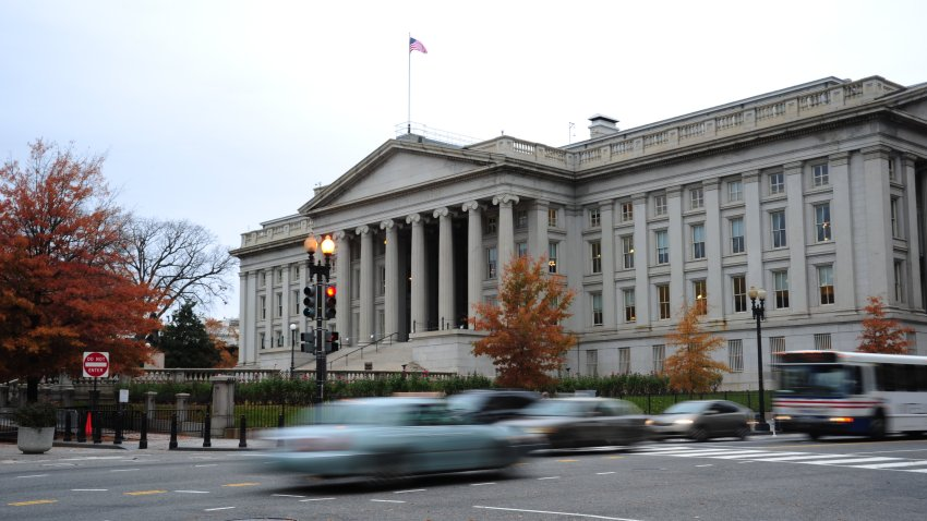 US Budget Deficit Jumps to Record $1.7 Trillion This Year Due to Rescue Packages 1