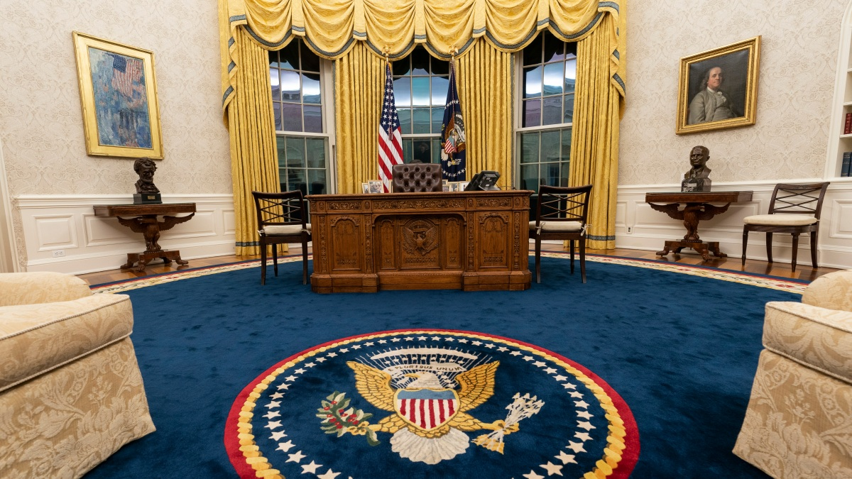New President Brings a Slightly New Look to Oval Office ...