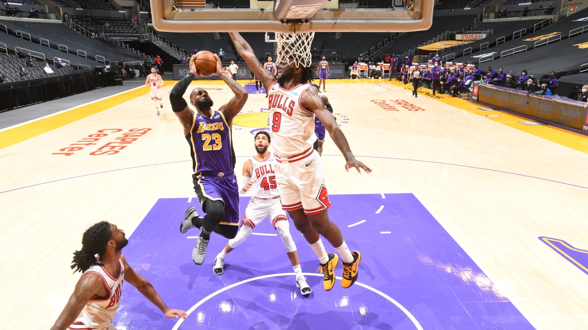 Without Anthony Davis, Lakers Hold Off Bulls 117-115 – NBC Los Angeles