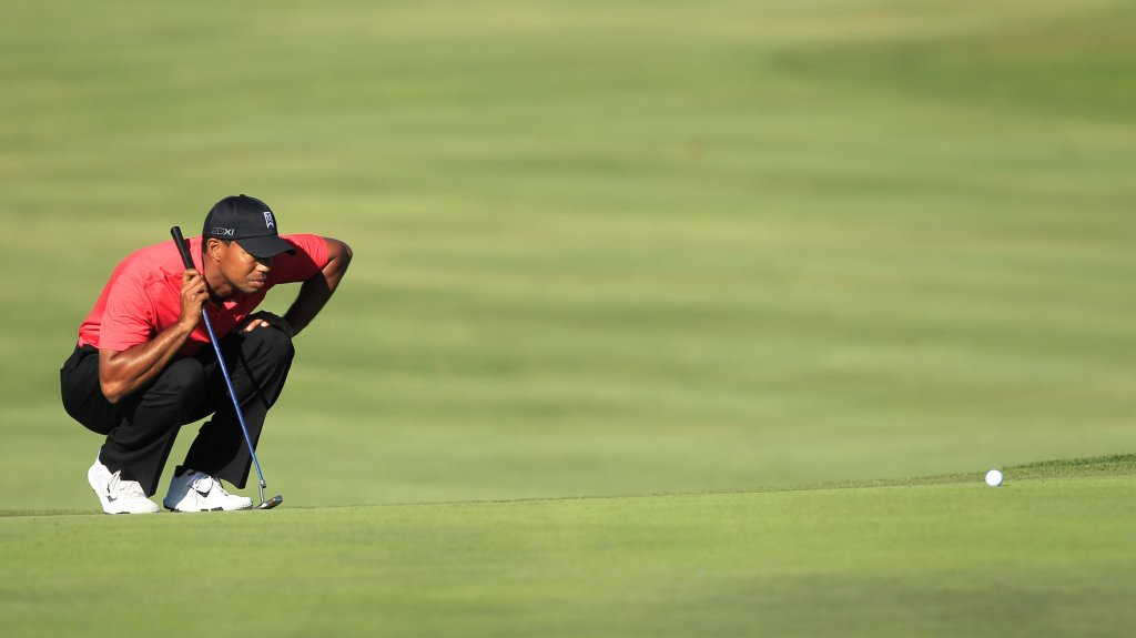 Tiger Woods lines up a shot on the 15th green during the final round of the Arnold Palmer Invitational golf tournament at Bay Hill, Sunday, March 25, 2012, in Orlando, Fla.