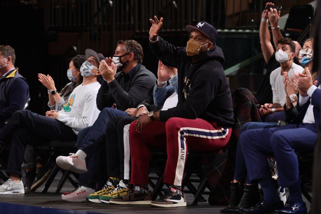 Los Angeles Lakers v New York Knicks