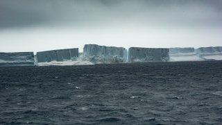 Tabular icebergs at the Antarctic