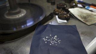 diamond cutting table with many diamonds on it