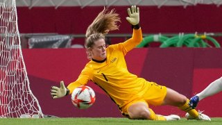 Alyssa Naeher was injured Monday and replaced by USWNT backup Adrianna Franch